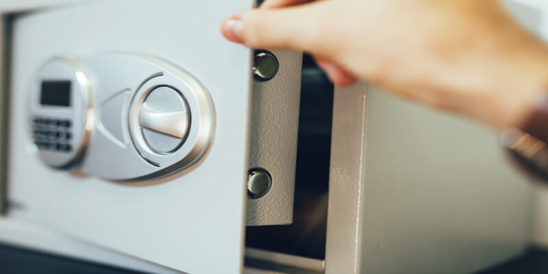 cracking a safe with a stethoscope - Safes NYC